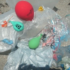 13 balloons littering beach