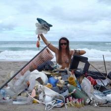 45 ft Clayton Reed pieces strewn on beach - Florida