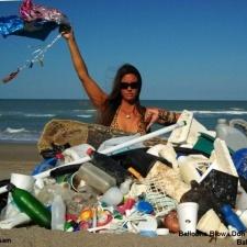 8 Balloons - beach cleanup