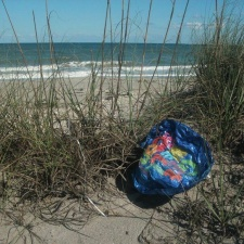 mylar balloon polluting beach